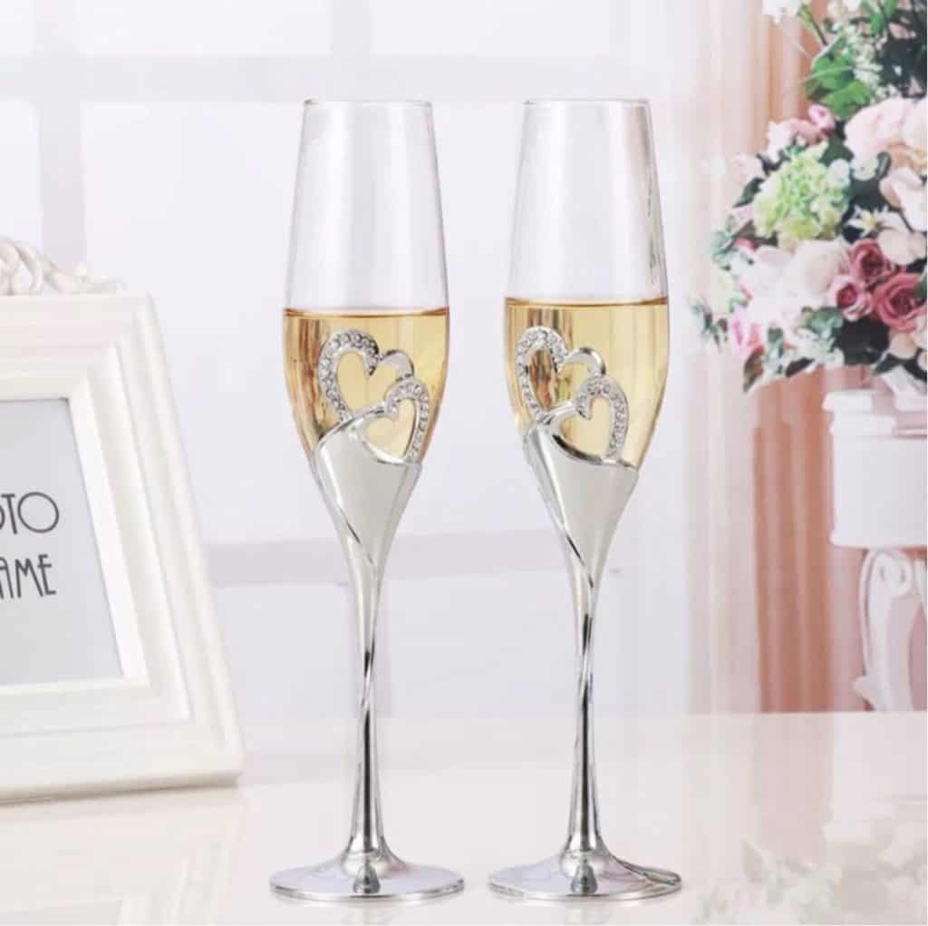 Unique Wedding Glasses & Flower Decorations Everyone Will Love