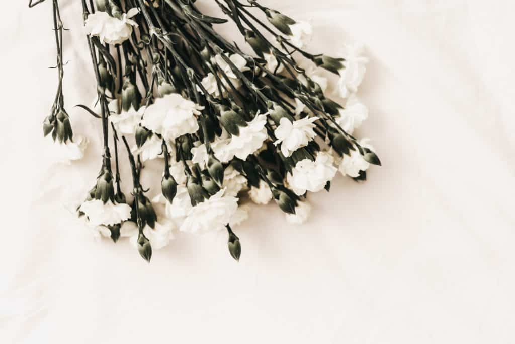 Factors To Consider When Choosing Funeral Flowers